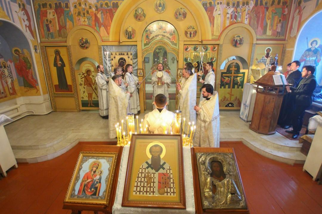 Церковь Троицы Живоначальной и святителя Василия Великого в Орле