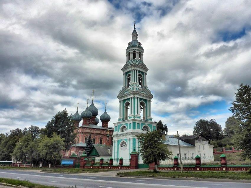 Церковь Иконы Божией Матери Знамение на Дебре в Костроме