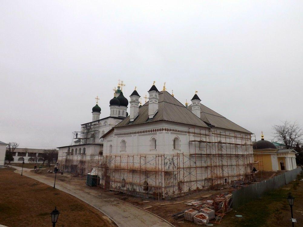 Собор Троицы Живоначальной Троицкого монастыря в Астраханском Кремле