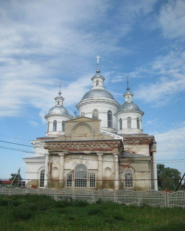 Церковь Троицы Живоначальной в Новом Усаде
