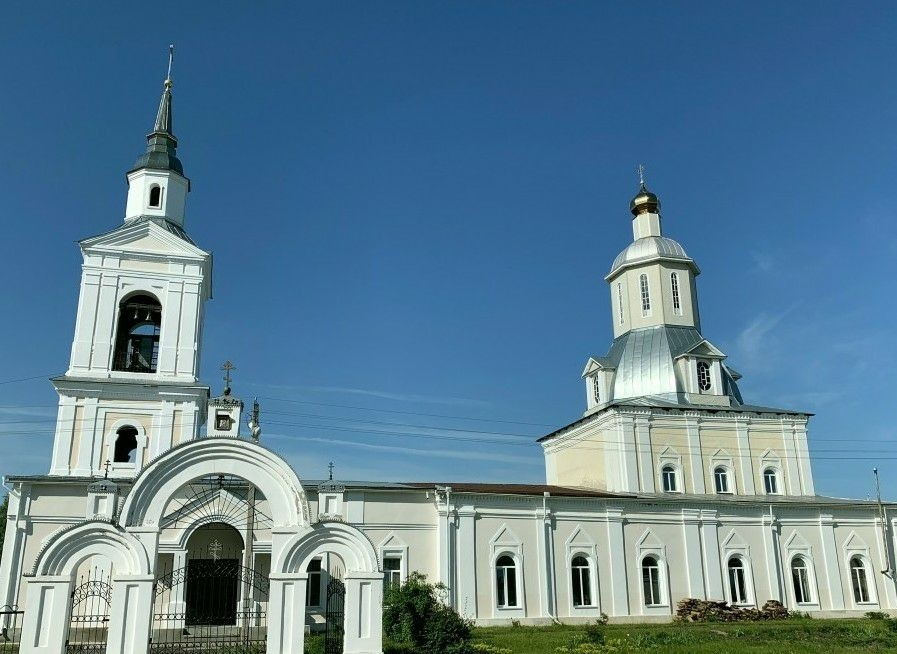 Церковь Рождества Христова в Красном