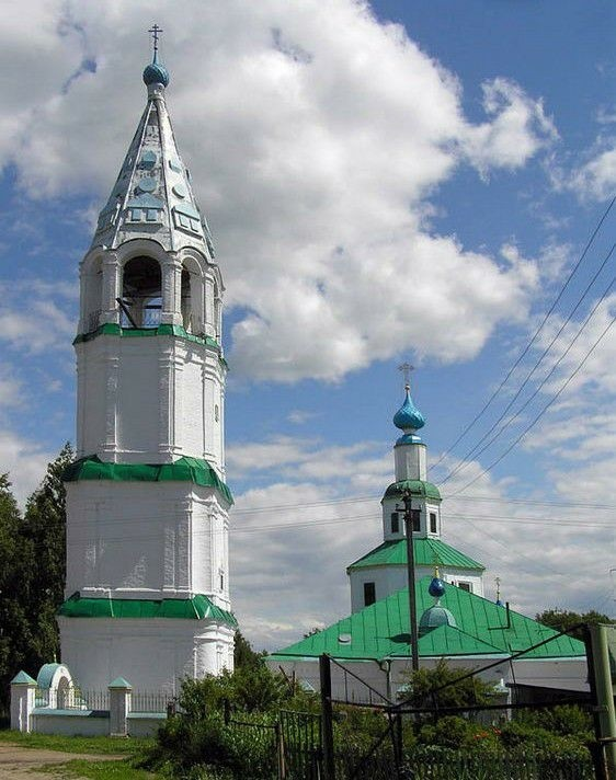 Церковь Воскресения Христова в Красном