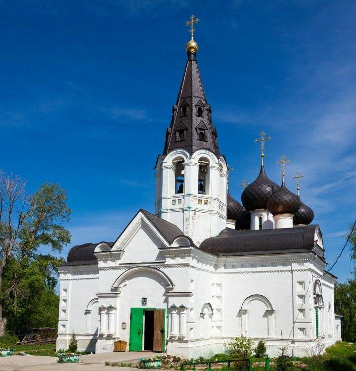 Церковь Троицы Живоначальной в Норском