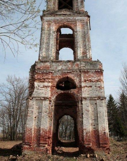 Колокольня церкви Покрова Пресвятой Богородицы в Иванисово