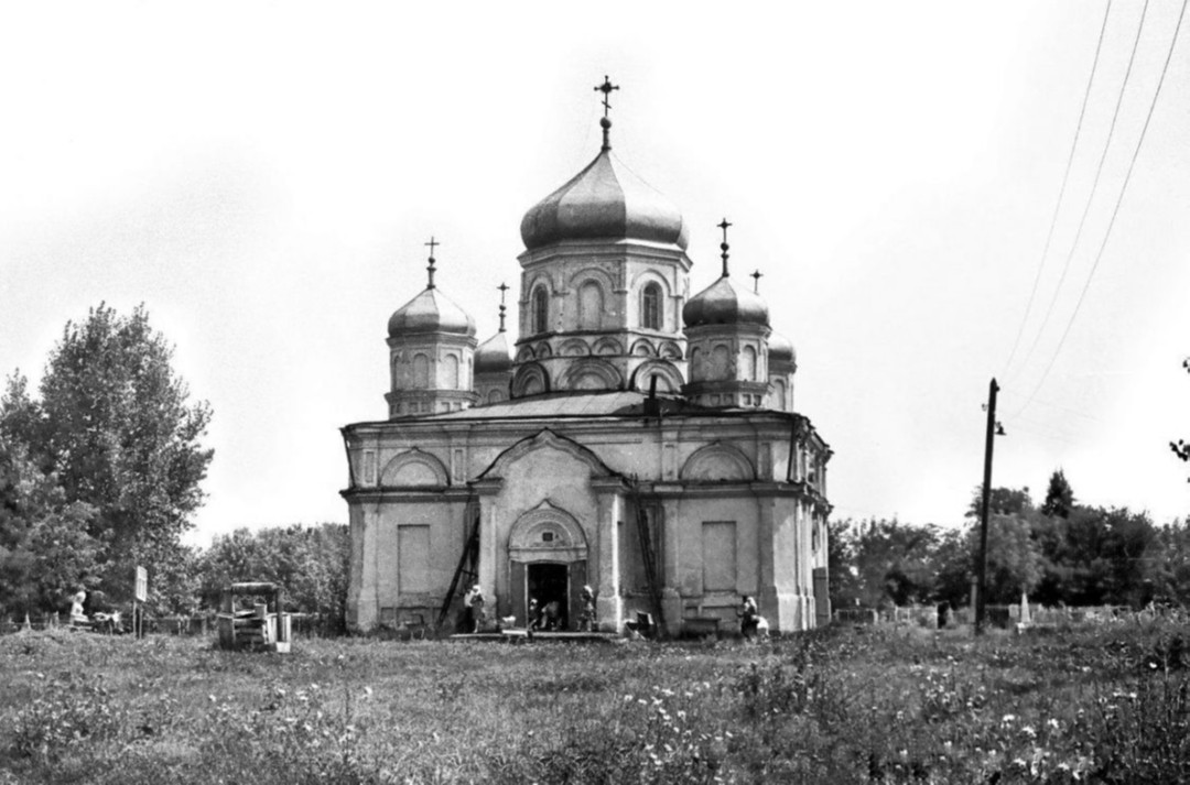 Храм Успения Пресвятой Богородицы в Боброве