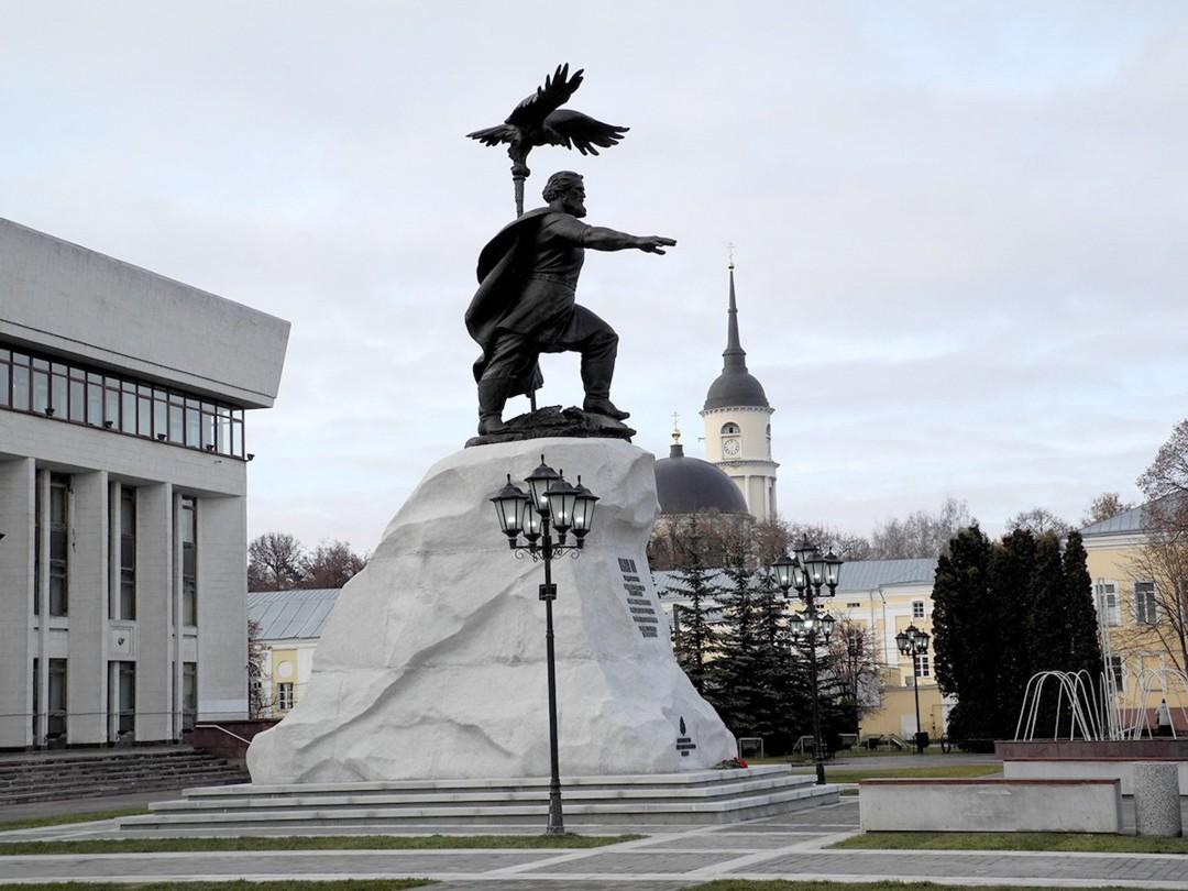 Памятник Ивану III в Калуге