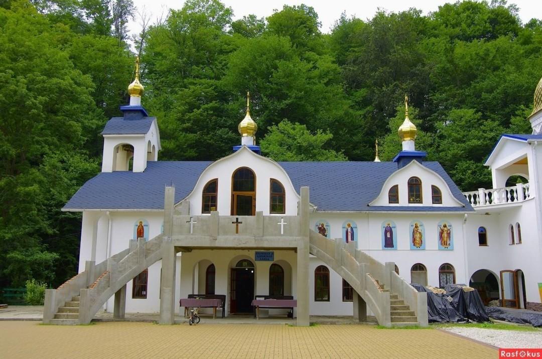 Храм Владимирской иконы Божией Матери Троице-Георгиевского монастыря в Лесном