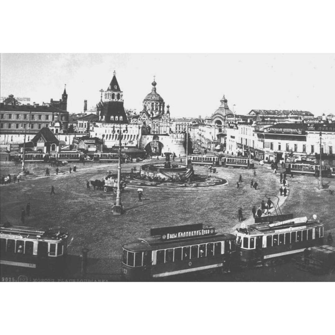 Владимирские ворота Китай-города и часовня Пантелеймона Целителя.