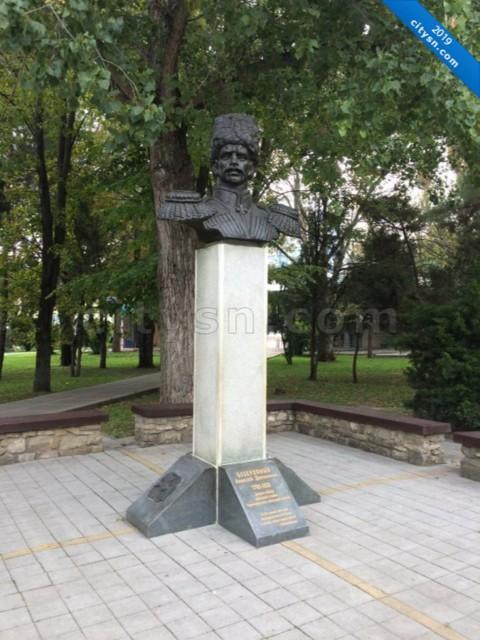 Памятник А.Д. Безкровному в Анапе