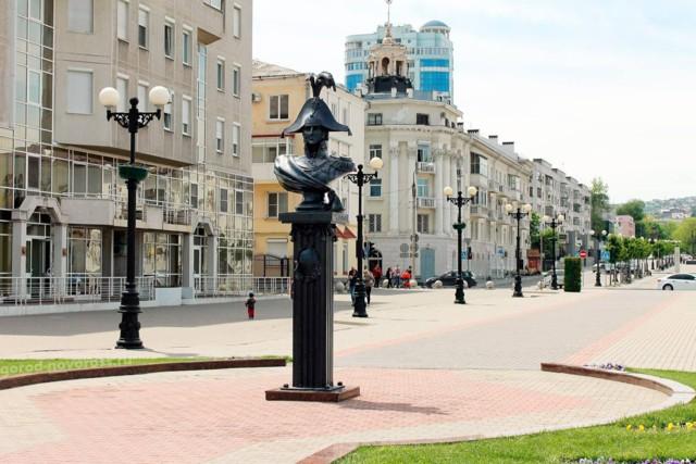 Памятник-бюст адмиралу Лазареву в Новороссийске