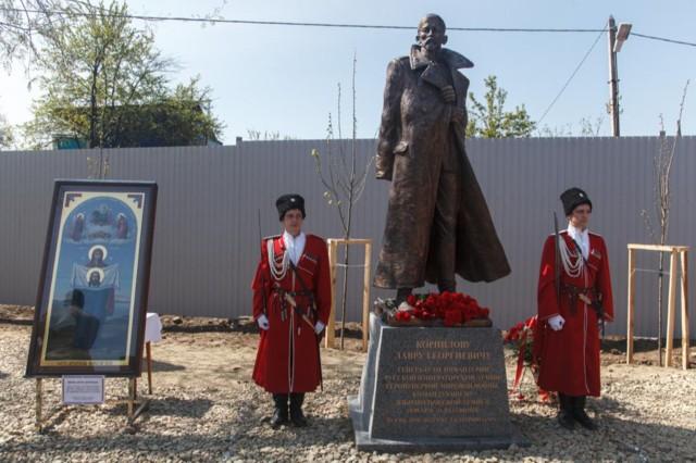 Памятник Л.Г. Корнилову в Краснодаре