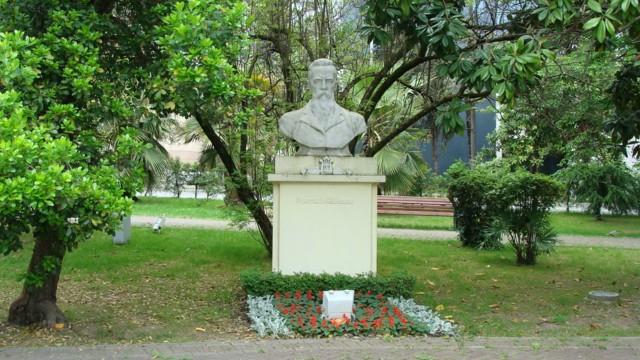 Памятник-бюст Римского-Корсакова в Сочи