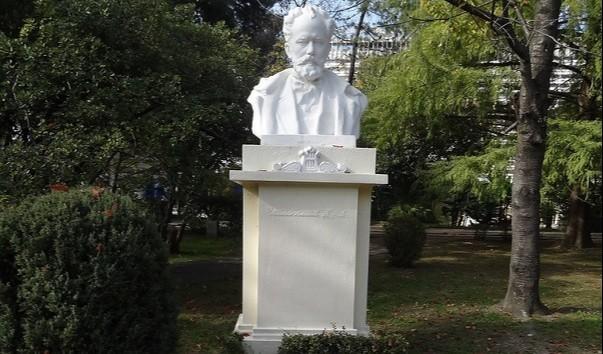 Памятник-бюст П.И.Чайковского в Сочи