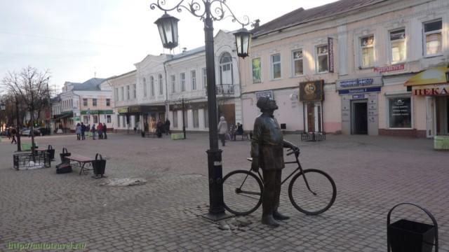 Памятник Циолковскому (человек с велосипедом) в Калуге