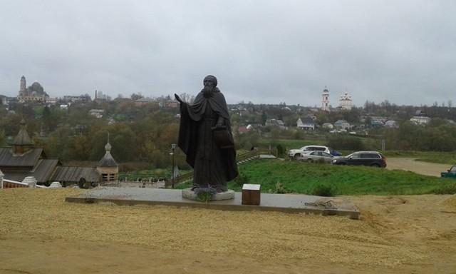 Памятник преподобному Пафнутию Боровскому в Боровске