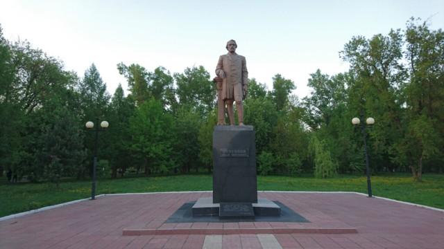 Памятник И.С. Тургеневу в Мценске