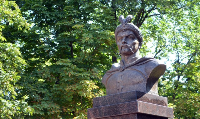 Памятник-бюст Богдану Хмельницкому в Белгороде