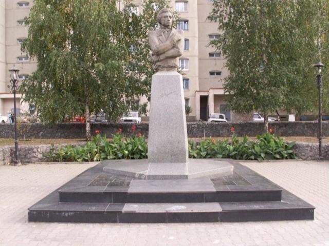 Памятник А. С. Пушкину в Старом Осколе