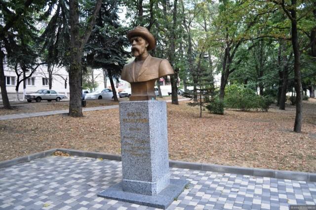 Памятник-бюст Косте Хетагурову в Пятигорске