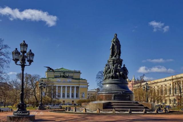 """Памятник Екатерине II  - самый """"несчастный"""" в Санкт-Петербурге"""