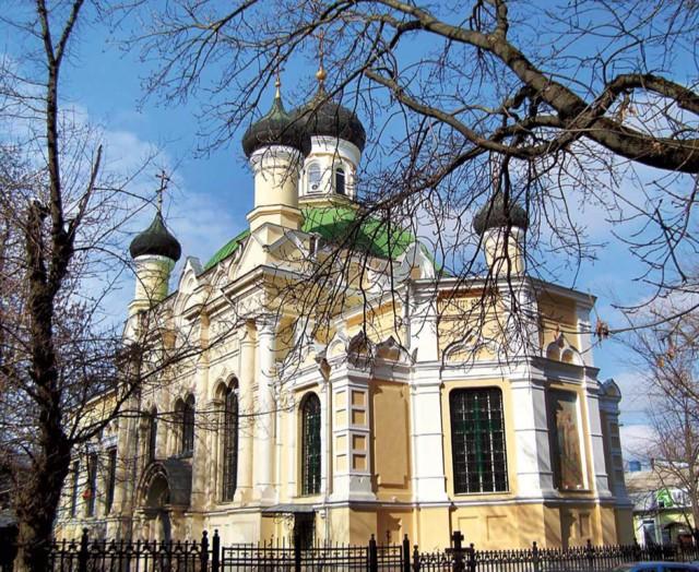 Церковь Трех Святителей в Симферополе