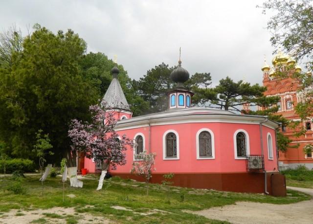Троице-Параскевиевский Топловский монастырь в Учебном