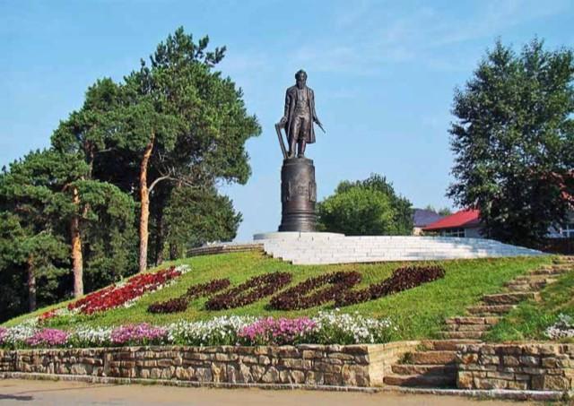 Памятник И. И. Шишкину в Елабуге