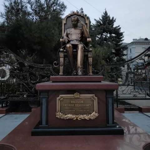 Памятник губернатору Евгению Николаевичу Волкову