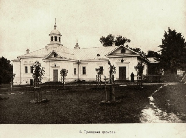 Храм Пресвятой Троицы Казанской Амвросиевой пустыни