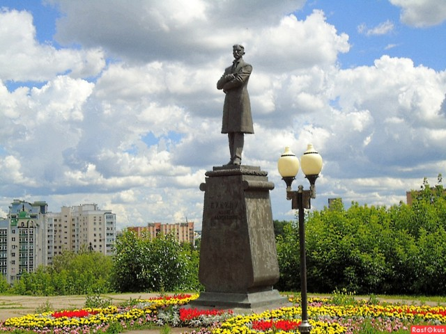 Памятник И.А. Бунину в Орле