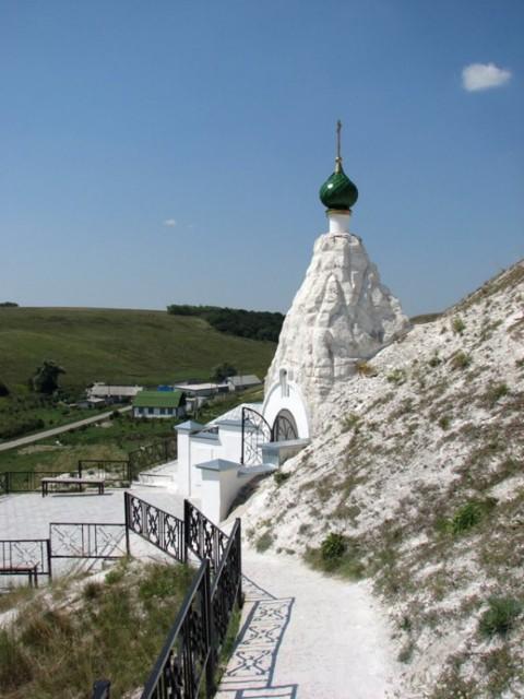 Храм преподобного Серафима Саровского Костомаровского Спасского монастыря