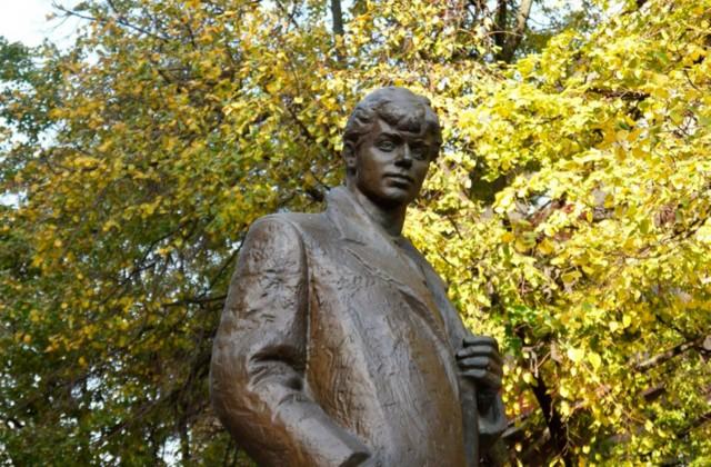 Памятник Сергею Есенину в Воронеже