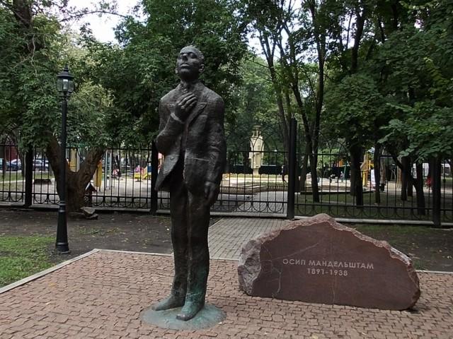 Памятник Осипу Мандельштаму в Воронеже