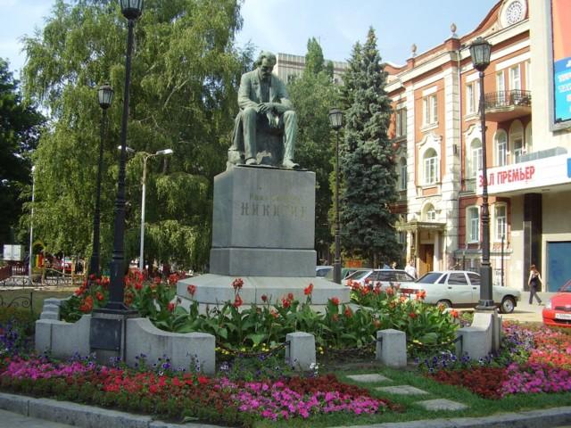 Памятник Ивану Никитину в Воронеже