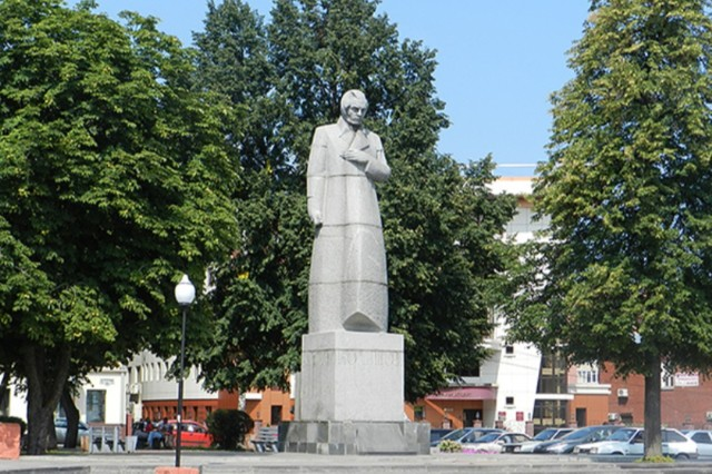 Памятник А.В. Кольцову на Кольцовской улице в Воронеже