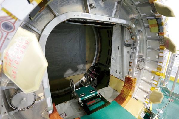 Переходный модуль для стыкующихся грузовиков к станции МКС