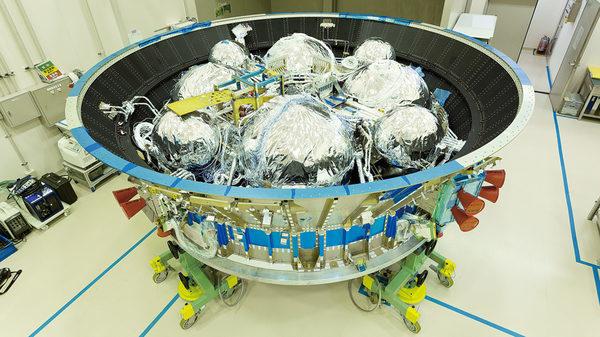 Модуль силовой установки, топливные баки для двигателей изменяющих орбиту грузовика