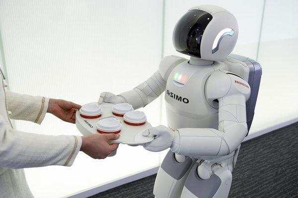 Honda ASIMO берет поднос
