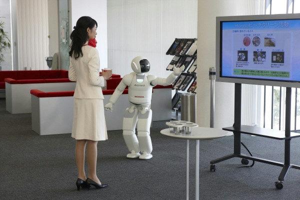 Honda ASIMO общается
