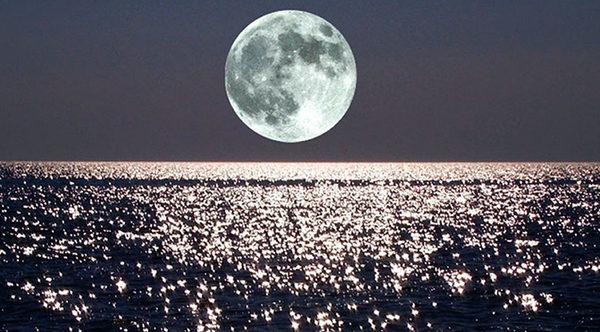 Влияние Луны на приливы и отливы океанов на Земле
