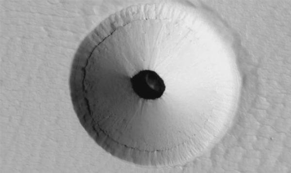Выемка в Pavonis Mons на Марсе