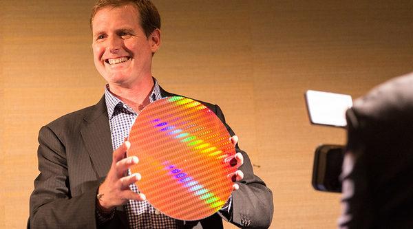 Intel на IFA 2014 Адам хвастается 14nm Intel® Core ™ M процессорной пластиной