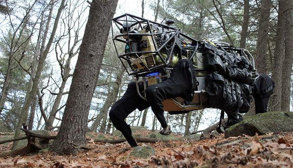 LS3 является прототипом автоматического устройства, разработанное для использования в американской армии. Исследователи ожидают, что в течение одного года они начнут использовать его в зонах конфликтов. (DARPA)