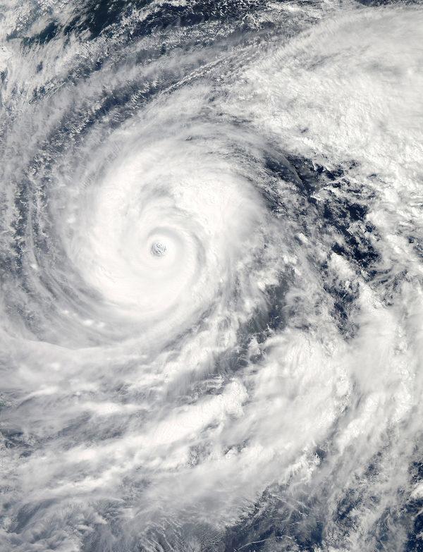 10 октября спутник Земли NASA заснял изображение Тайфуна Vongfong. В реальном масштабе снимок можно посмотреть перейдя по ссылке в конце статьи.