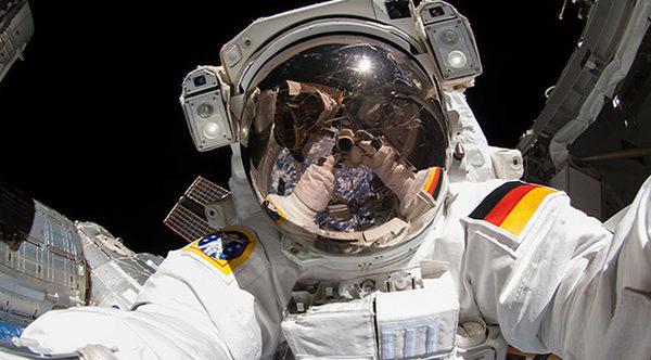Орбитальное селфи из открытого космоса на МКС