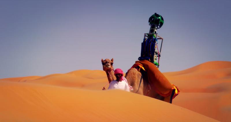 Верблюд по имени Рафия помог собрать образы пустыни вокруг Оазиса Лива в Абу-Даби.