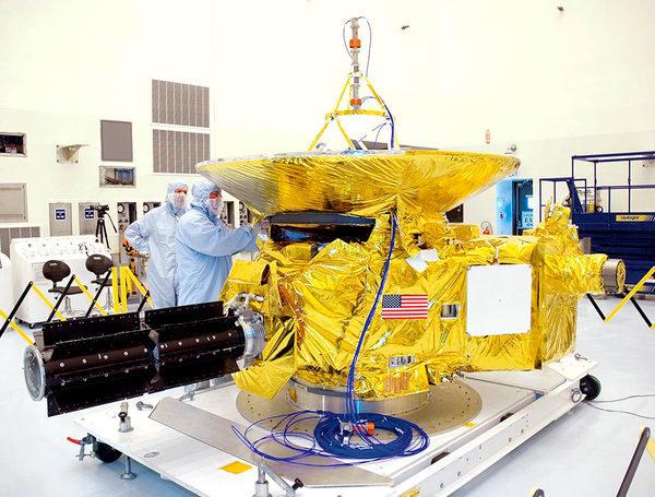 Новые Горизонты (New-Horizons) в сборочном цеху НАСА