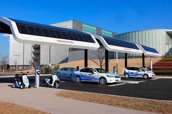 Электрозаправка-на-солнечных-батареях-Honda