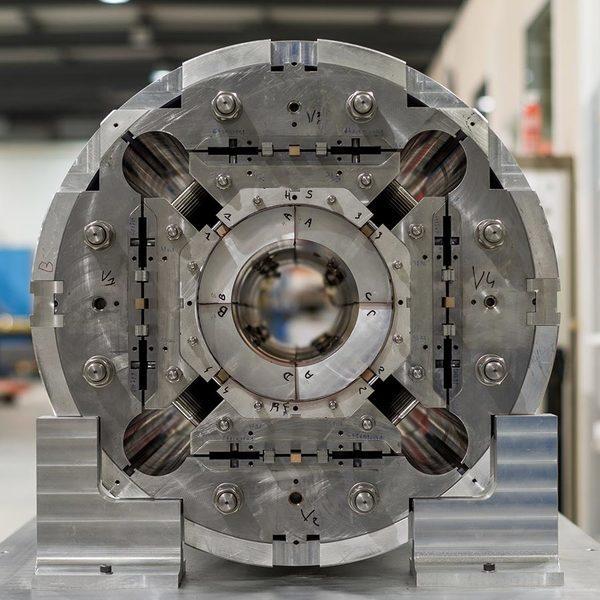 quadropole-магнит