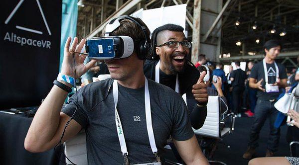 Виртуальная реальность Samsung Gear VR AltspaceVR